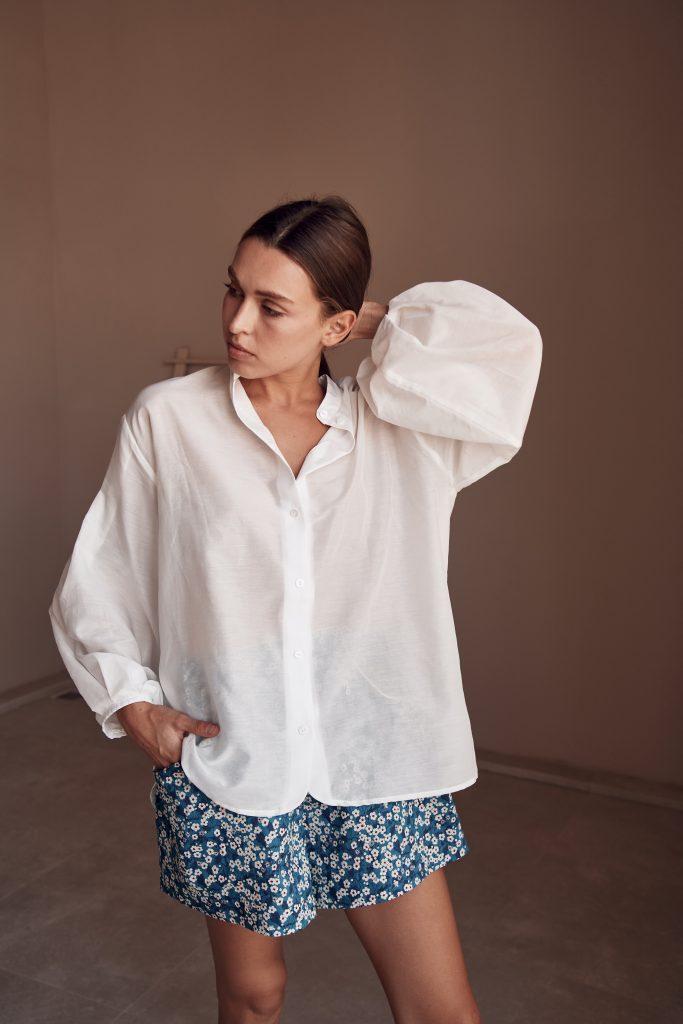 Полупрозрачная рубашка с объемными рукавами