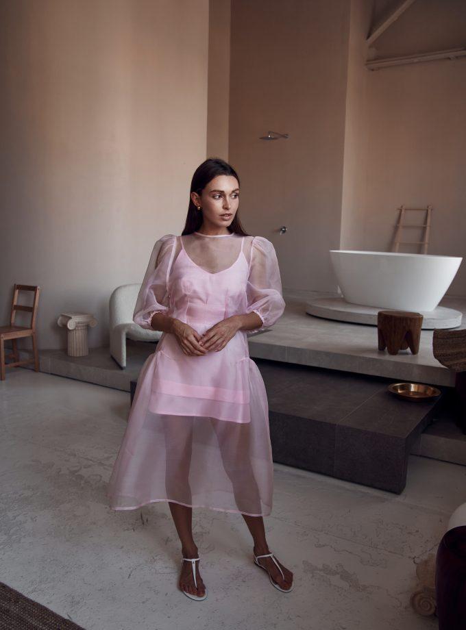 Нежно-розовое платье Уюни